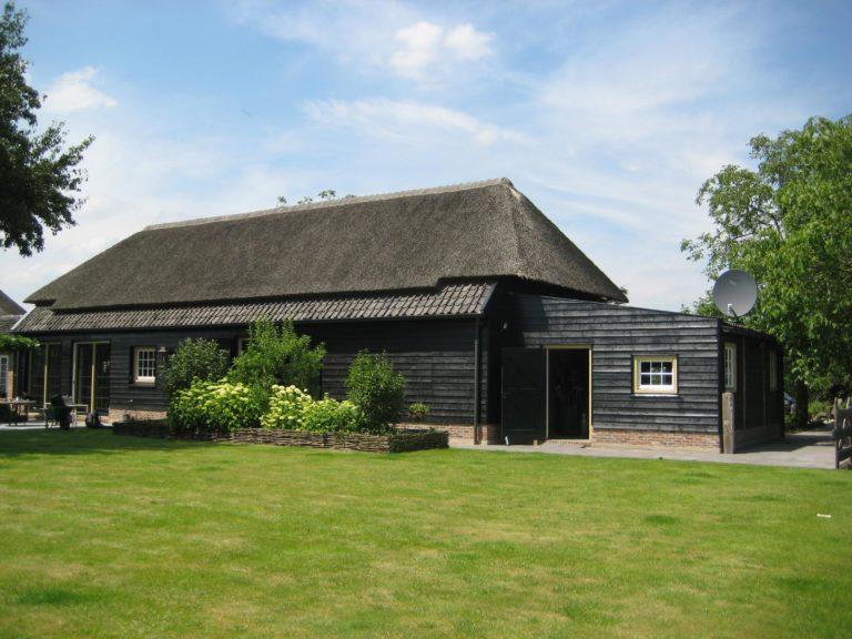 drijvers-oisterwijk-boerderij-exterieur-restauratie-interieur-zwembad-spanten (32)
