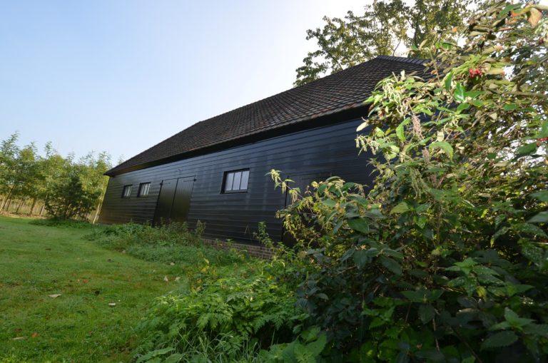 drijvers-oisterwijk-restauratie-exterieur-boerderij-pannendak-houten-gevel-ramen-deuren-spanten-bakstenen-landelijk (10)