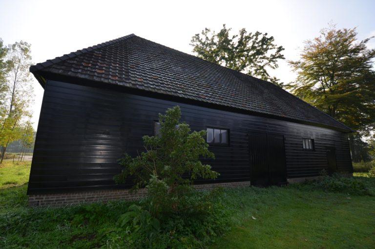 drijvers-oisterwijk-restauratie-exterieur-boerderij-pannendak-houten-gevel-ramen-deuren-spanten-bakstenen-landelijk (6)