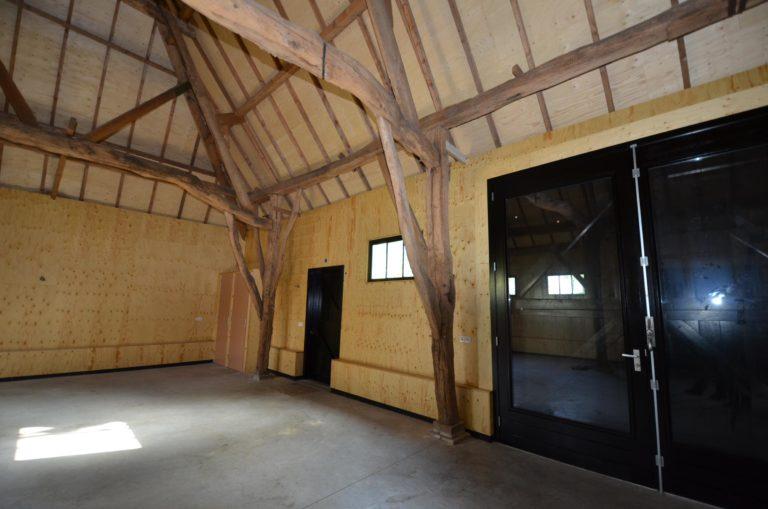 drijvers-oisterwijk-restauratie-exterieur-boerderij-pannendak-houten-gevel-ramen-deuren-spanten-bakstenen-landelijk (8)