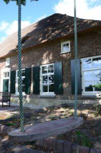 drijvers-oisterwijk-boerderij-dakpannen-schommel-rietgedekt-luiken-traditioneel-landelijk-raam-schoorsteen-dakkapel (5)