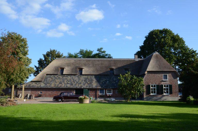 drijvers-oisterwijk-boerderij-dakpannen-rietgedekt-luiken-traditioneel-landelijk-raam-schoorsteen-dakkapel (6)