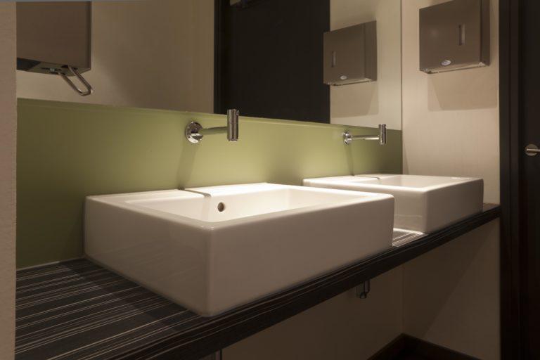 drijvers-oisterwijk-sec-wastafel-toilet-interieur-restaurant-warm-gezellig-vuurtafel (4)