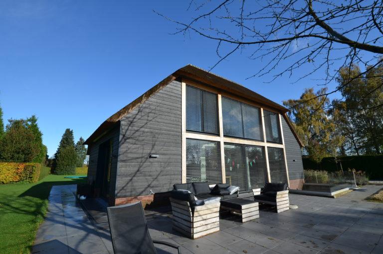 drijvers-oisterwijk-nieuwbouw-exterieur-riet-hout-bakstenen (5)