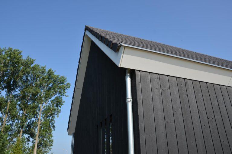 drijvers-oisterwijk-nieuwbouw-kantoor-exterieur-pannendak-metselwerk-houten-gevel-hal-zink-ramen-deuren (10)