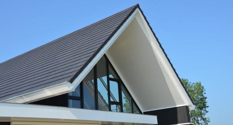 drijvers-oisterwijk-nieuwbouw-kantoor-exterieur-pannendak-metselwerk-houten-gevel-hal-zink-ramen-deuren (5)