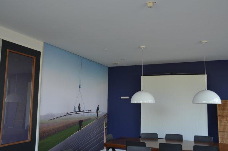 drijvers-oisterwijk-nieuwbouw-kantoor-interieur-modern-niveau-verschil-transparant-paars (13)