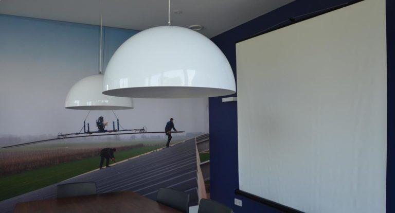 drijvers-oisterwijk-nieuwbouw-kantoor-interieur-modern-niveau-verschil-transparant-paars (2)