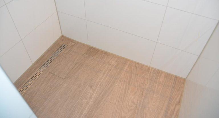 drijvers-oisterwijk-nieuwbouw-kantoor-interieur-modern-niveau-verschil-transparant-paars (4)