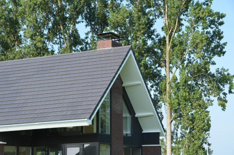 drijvers-oisterwijk-nieuwbouw-woonhuis-exterieur-pannendak-metselwerk-houten-gevel-hooimijt-bijgebouw-schoorsteen-ramen-deuren (14)