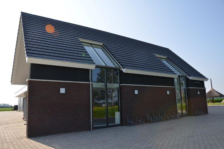 drijvers-oisterwijk-nieuwbouw-woonhuis-exterieur-pannendak-metselwerk-houten-gevel-hooimijt-bijgebouw-schoorsteen-ramen-deuren (20)