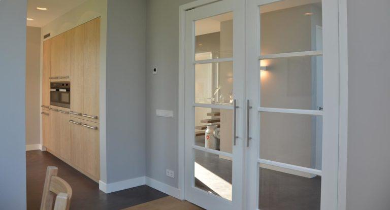 drijvers-oisterwijk-apparatenwand-nieuwbouw-woonhuis-interieur-pannendak-metselwerk-houten-gevel-verlichting-modern-landelijk-ramen-deuren (2)