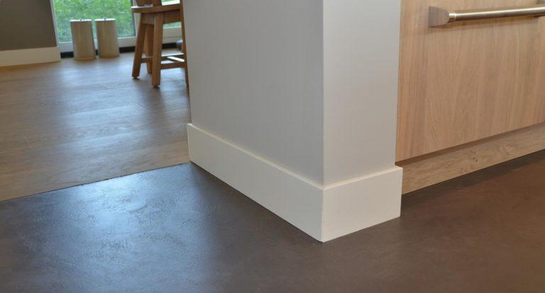 drijvers-oisterwijk-nieuwbouw-woonhuis-gietvloer-interieur-pannendak-metselwerk-houten-gevel-verlichting-modern-landelijk-ramen-deuren (3)