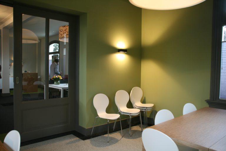 drijvers-oisterwijk-station-vught-wandarmatuur-verbouwing-interieur-kantoor-tapijt-grijs-groen (10)
