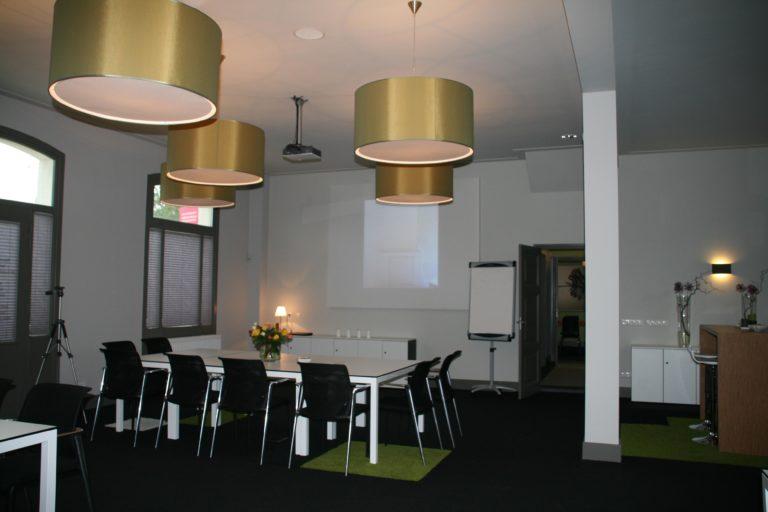 drijvers-oisterwijk-station-vught-vergaderruimte-verbouwing-interieur-kantoor-tapijt-grijs-groen (12)