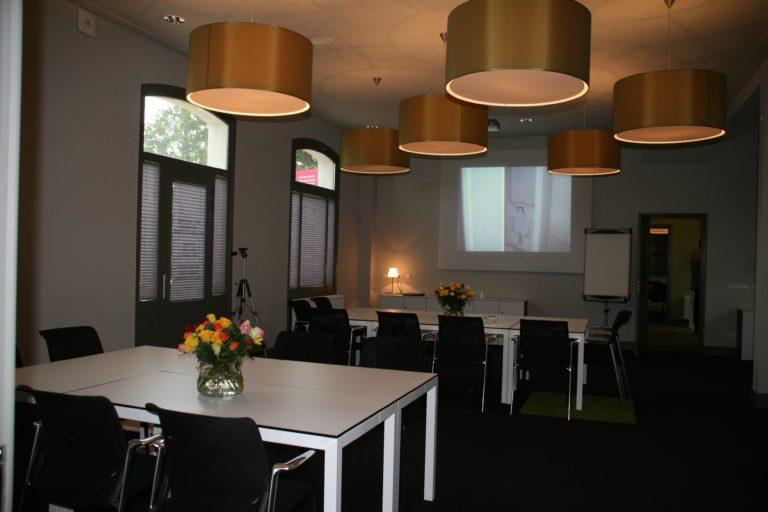 drijvers-oisterwijk-station-vught-verbouwing-interieur-kantoor-tapijt-grijs-groen (14)