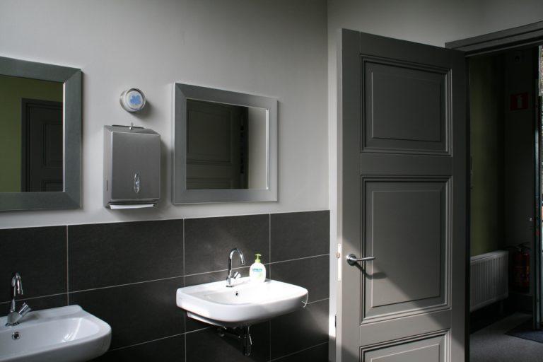 drijvers-oisterwijk-station-vught-toilet-verbouwing-interieur-kantoor-tapijt-grijs-groen (23)