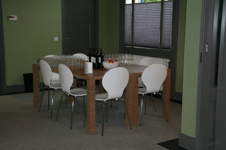 drijvers-oisterwijk-station-vught-verbouwing-interieur-kantoor-tapijt-grijs-groen (6)
