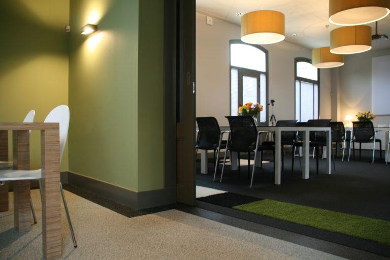 drijvers-oisterwijk-station-vught-verbouwing-interieur-kantoor-tapijt-grijs-groen (8)