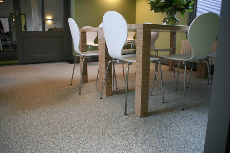 drijvers-oisterwijk-station-vught-verbouwing-interieur-kantoor-tapijt-grijs-groen (9)
