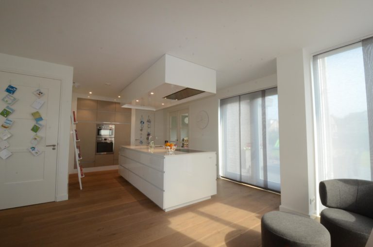 drijvers-oisterwijk-nieuwbouw-keuken-woonhuis-interieur-modern-hout-licht (10)
