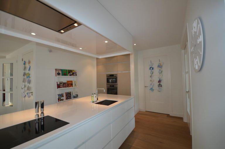 drijvers-oisterwijk-nieuwbouw-keuken-woonhuis-interieur-modern-hout-licht (11)