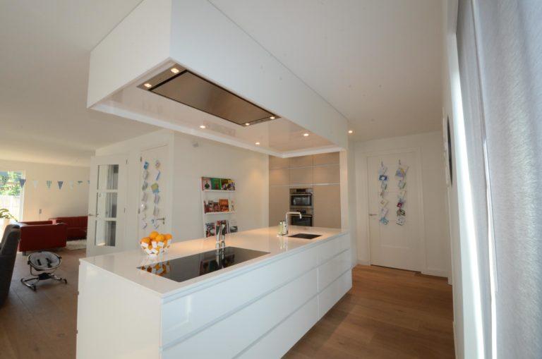 drijvers-oisterwijk-nieuwbouw-woonhuis-keuken-interieur-modern-hout-licht (12)