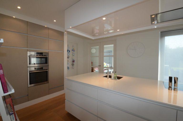 drijvers-oisterwijk-nieuwbouw-keuken-woonhuis-interieur-modern-hout-licht (16)