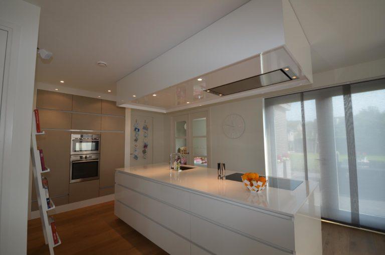 drijvers-oisterwijk-nieuwbouw-keuken-woonhuis-interieur-modern-hout-licht (17)