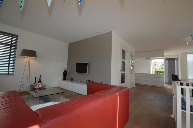 drijvers-oisterwijk-nieuwbouw-zitkamer-woonhuis-interieur-modern-hout-licht (19)