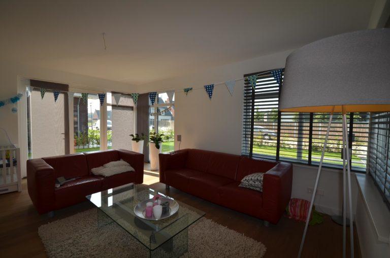 drijvers-oisterwijk-nieuwbouw-woonhuis-zitkamer-interieur-modern-hout-licht (21)