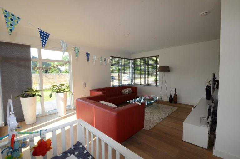drijvers-oisterwijk-nieuwbouw-woonhuis-zitkamer-interieur-modern-hout-licht (6)