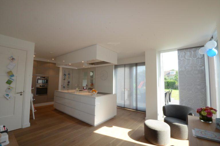 drijvers-oisterwijk-nieuwbouw-woonhuis-keuken-interieur-modern-hout-licht (7)