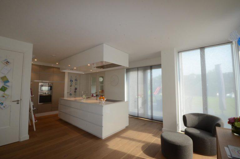 drijvers-oisterwijk-nieuwbouw-woonhuis-keuken-interieur-modern-hout-licht (8)