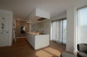 drijvers-oisterwijk-nieuwbouw-keuken-woonhuis-interieur-modern-hout-licht (9)