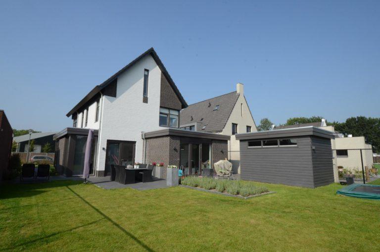 drijvers-oisterwijk-nieuwbouw-woonhuis-modern-dakpannen-bakstenen-houten-gevel-ramen-deuren (11)