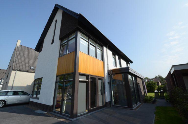 drijvers-oisterwijk-nieuwbouw-woonhuis-modern-dakpannen-bakstenen-houten-gevel-ramen-deuren (12)