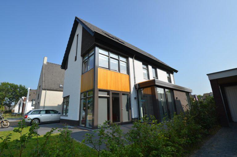 drijvers-oisterwijk-nieuwbouw-woonhuis-modern-dakpannen-bakstenen-houten-gevel-ramen-deuren (14)
