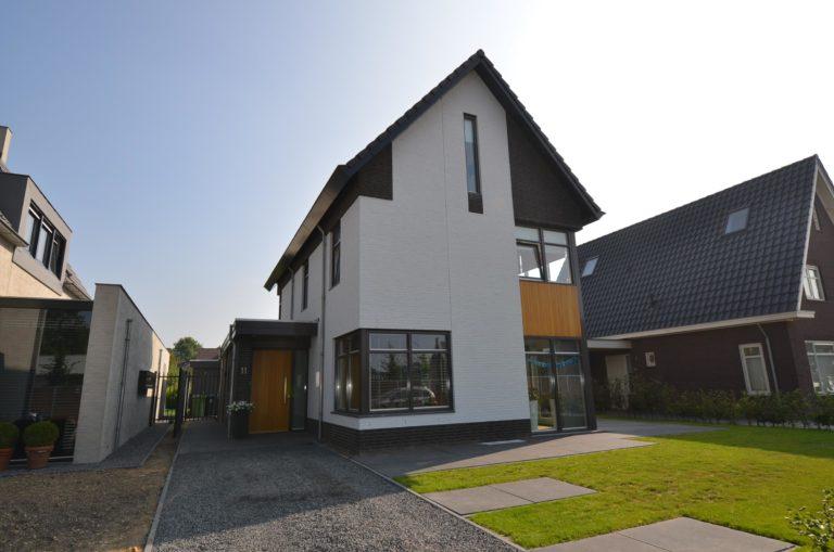 drijvers-oisterwijk-nieuwbouw-woonhuis-modern-dakpannen-bakstenen-houten-gevel-ramen-deuren (15)