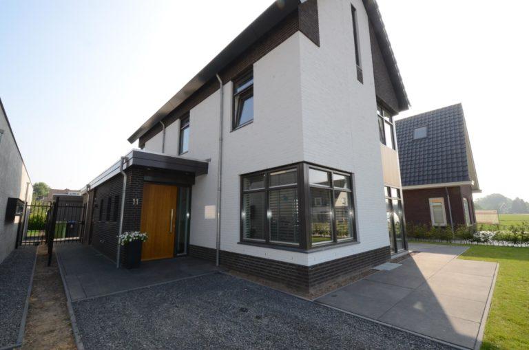 drijvers-oisterwijk-nieuwbouw-woonhuis-modern-dakpannen-bakstenen-houten-gevel-ramen-deuren (16)
