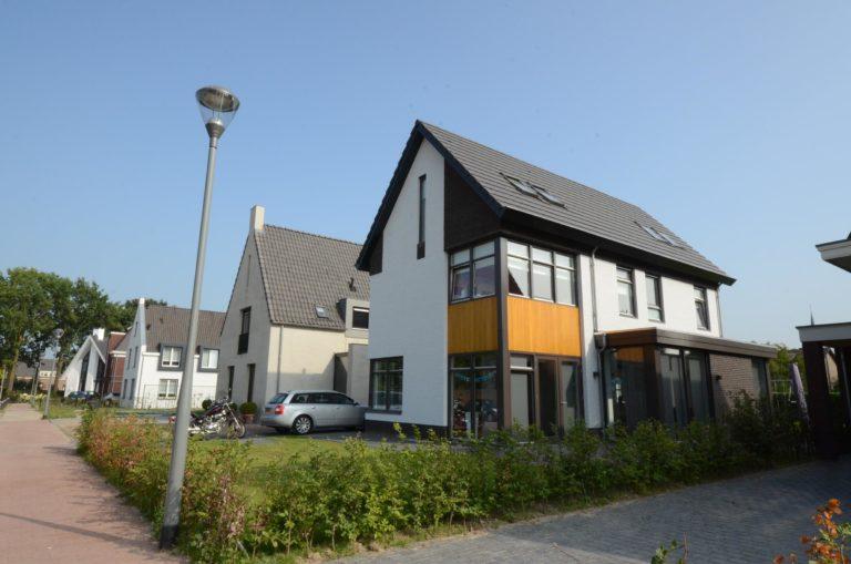 drijvers-oisterwijk-nieuwbouw-woonhuis-modern-dakpannen-bakstenen-houten-gevel-ramen-deuren (4)