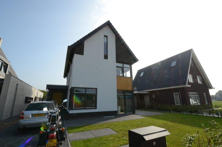 drijvers-oisterwijk-nieuwbouw-woonhuis-modern-dakpannen-bakstenen-houten-gevel-ramen-deuren (5)