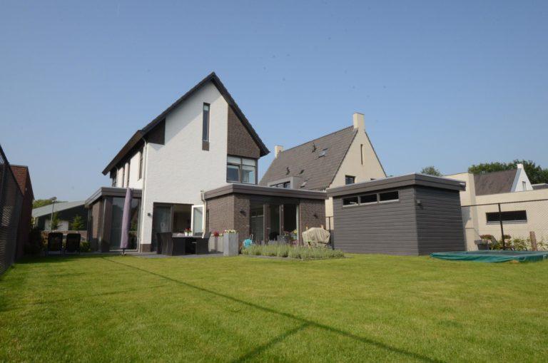 drijvers-oisterwijk-nieuwbouw-woonhuis-modern-dakpannen-bakstenen-houten-gevel-ramen-deuren (7)