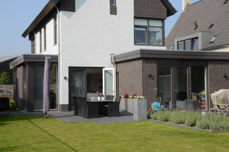 drijvers-oisterwijk-nieuwbouw-woonhuis-modern-dakpannen-bakstenen-houten-gevel-ramen-deuren (8)
