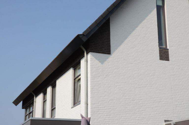 drijvers-oisterwijk-nieuwbouw-woonhuis-modern-dakpannen-bakstenen-houten-gevel-ramen-deuren (9)