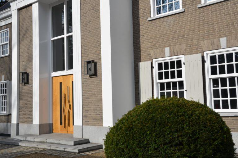 drijvers-oisterwijk-landhuis-klassiek-hardsteen-metselwerk-luiken (1)
