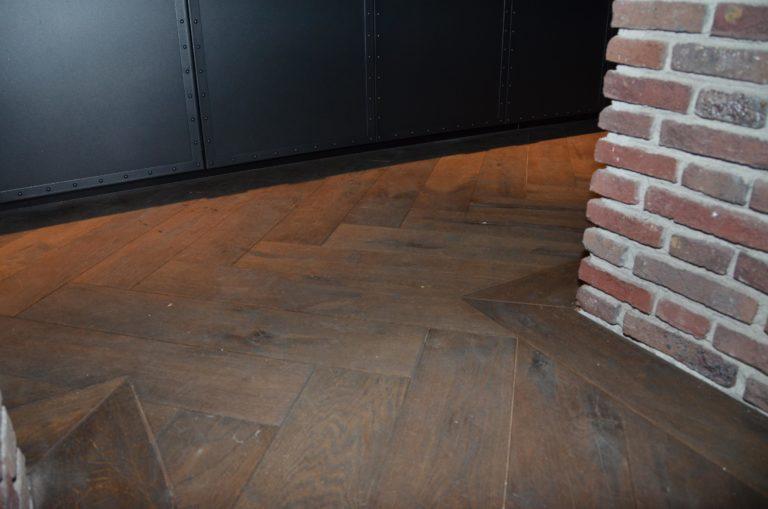 drijvers-oisterwijk-nieuwbouw-detail-vloer-hout-baksteen-landhuis-interieur-traditioneel-landelijk-particulier-villa (24)