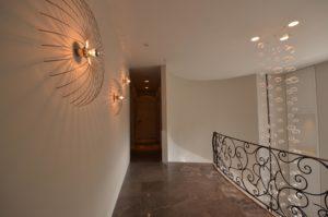 drijvers-oisterwijk-nieuwbouw-landhuis-overloop-verlichting-interieur-traditioneel-landelijk-particulier-villa (41)