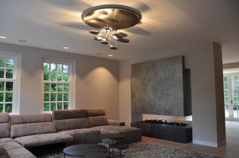 drijvers-oisterwijk-nieuwbouw--zitkamer-openhaard-armatuur-landhuis-interieur-traditioneel-landelijk-particulier-villa (6)