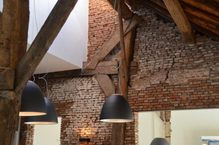 drijvers-oisterwijk-traditioneel-modern-landelijk-interieur-particulier-boerderij-monument-transparant-hout-spanten-gevel-baksteen-rietgedekt-restauratie (1)